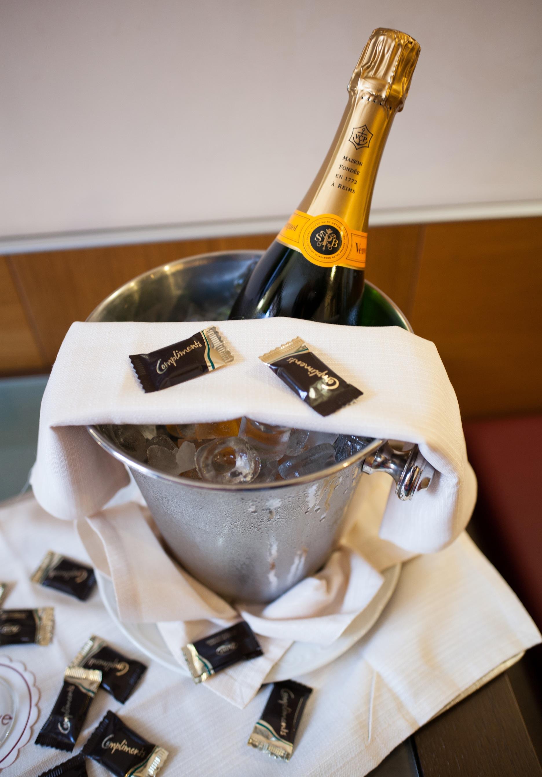 Champagne-and-Chocolate-Web